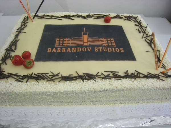 dort s logem firmy Na přání