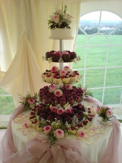 coko tulipanky na stojanu Svatební dorty